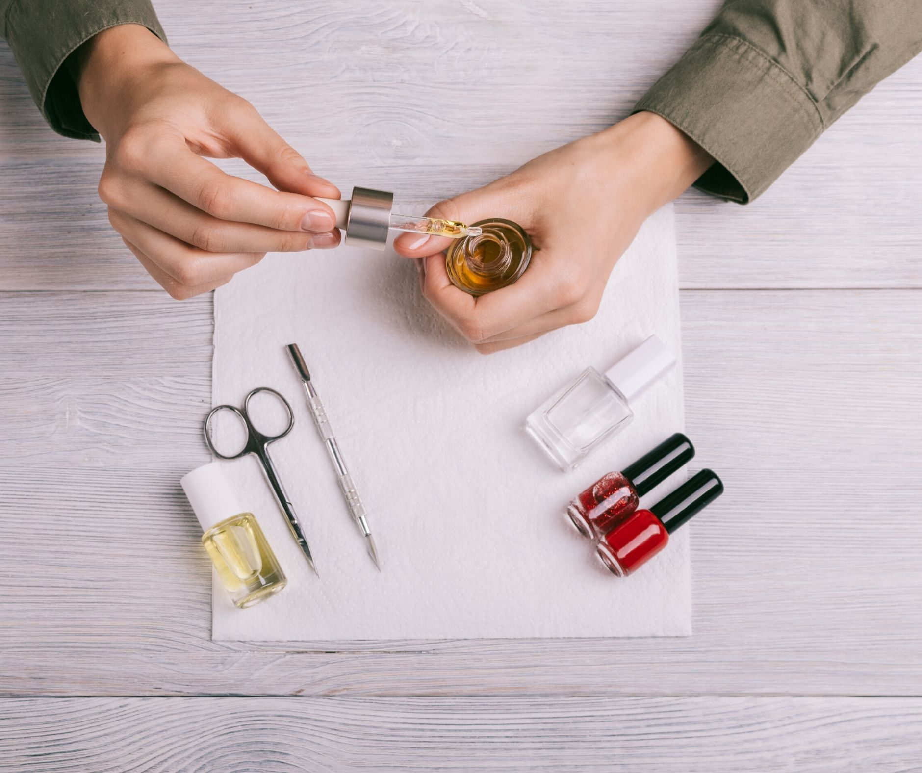 Need to strengthen your nails, especially after removing a gel manicure? Here are 6 simple tips if you have weak, dry or brittle nails.